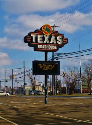 Texas Roadhouse Inc (TXRH) - Financial and Strategic SWOT Analysis Review